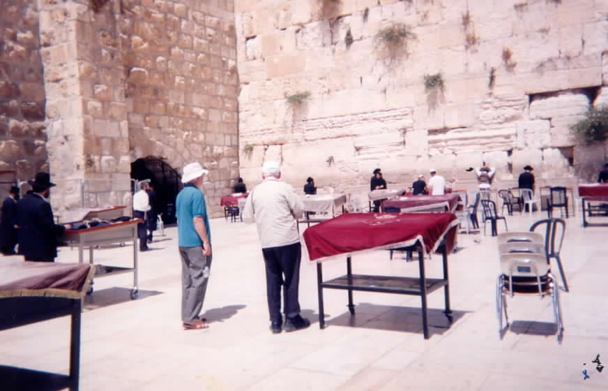dj-at-wailing-wall-jerusalem